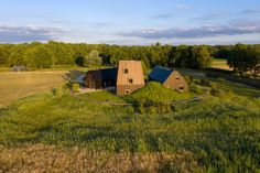 Reinterpreting the Dutch farm typology The Villa in the Dutch countryside near Vught gives a contemporary twist to the local farmstead typology. Aluminium Cladding, Timber Slats, Timber Structure, Entrance Gates, Homesteading, Countryside, Exterior, Outdoor Decor, Dutch