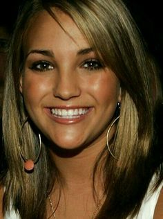 Medium Straight Haircut from Jamie Lynn Spears Jamie Lynn Spears, Zooey Deschanel, Zac Efron, Medium Straight Haircut, Cabello Zayn Malik, Medium Blonde, Hair Color For Women, Celebrity Hairstyles, Cut And Color