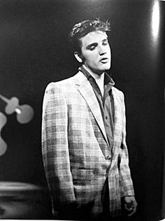"""Elvis Presley on Ed Sullivan. I love how you can pretty much tell Elvis is singing one of his slower, lovey-dovey songs. Ed Sullivan famously ordered the cameramen to film Elvis from the waist up after his """"hip gyrations"""" seemed too obscene for Sullivan! Lisa Marie Presley, Priscilla Presley, Rock And Roll, Young Elvis, Elvis Presley Young, The Ed Sullivan Show, Elvis Presley Photos, Stock Foto, Memphis Tennessee"""