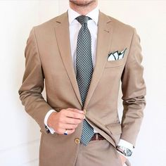 Learn to live in Style. Gents Fashion, Mens Fashion Suits, Mens Suits, Beige Suits, Tweed Suits, Classy Suits, Classy Men, Blue Blazer Outfit Men, Cool Outfits For Men
