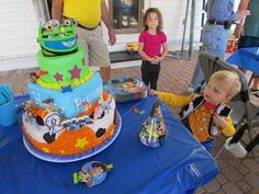 Toy Story cake, Accessories (hats, plates, table cover, woody outfit) from party city