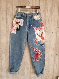 Check out this item in my Etsy sho. Painted Jeans, Painted Clothes, Hand Painted, Diy Clothing, Custom Clothes, Redone Jeans, Blue Jeans, Jean Large, Jeans Boyfriend