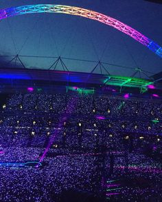 Amazing scenes as they smash out 'a sky full of stars'. Coldplay, Wembley, June 2016 - I was here and I will never ever forget this. Chris Martin Coldplay, Concert Stage Design, Concert Crowd, Jonny Buckland, Sky Full Of Stars, Pop Rock, British Rock, Wembley Stadium, England