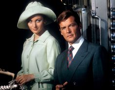 Jane Seymour and Roger Moore inLive or Let Die.