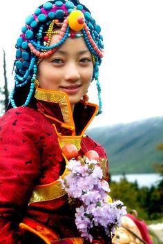 Tibet, Tribal Fashion, Girl Fashion, Beautiful People, Beautiful Women, Ethno Style, Tribal People, Figure Photography, Interesting Faces
