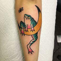Moon frog tattoo by Josh Barg @ Division Tattoo Mi… Mondfrosch Tattoo von Josh Barg @ Division Tattoo Michigan The post Mondfrosch Tattoo von Josh Barg @ Division Tattoo Mi … appeared first on Frisuren Tips. Frog Tattoos, Body Tattoos, Hand Tattoos, Traditional Tattoo Art, Pin Up, Tatuagem Old School, Japanese Sleeve Tattoos, Pretty Tattoos, Piercing Tattoo