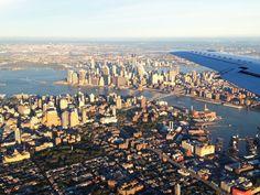 Amazingly-Gorgeous Aerial of NYC, by Airplane (VIDEO) #nyc #newyork #bigappled Paris Skyline, New York Skyline, New York Life, San Francisco Skyline, Airplane, Sunrise, Nyc, Amazing, Travel