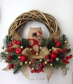 Unique Christmas Wreath Designs Unique Christmas Wreath Designs and Ideas will Make Your Door Charming for the Holidays. Get your home in the spirit with theseChristmas Wreath Designs. Christmas Wreaths With Lights, Pink Christmas Decorations, Holiday Wreaths, Winter Wreaths, Spring Wreaths, Summer Wreath, Holiday Decor, Noel Christmas, Rustic Christmas