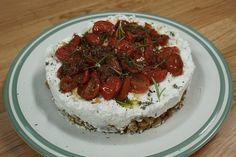 Ο σεφ Κυριάκος Μελάς μάς φτιάχνει εναλλακτικό cheesecake σε αλμυρή εκδοχή, με απίθανη βάση από Κριθαροκολουράκια με Λιναρόσπορο Κρήτων Άρτος. Ένα υπέροχο ορεκτικό για κάθε γιορτινό τραπέζι. #cheesecake #ΚρητώνΆρτος Vegan Vegetarian, Vegetarian Recipes, Cheesecake, Salad Bar, Food To Make, Food And Drink, Appetizers, Tasty, Cooking