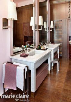 Double vanity on pinterest buffet lamps vanity cabinet for Piani casa bagno jill e jill