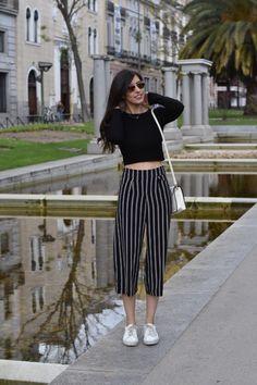La moda está reinterpretando los pantalones,y los de estilo ancho vuelven con fuerza a nuestros armarios para quedarse, al menos, unas temporadas más. Existen mil y una versiones diferentes (aquí …