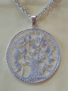 Bobbin Lace Patterns, Lace Jewelry, Needle Lace, Lace Making, Chrochet, Creations, Arts And Crafts, Pendant Necklace, Beads