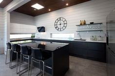 Majoitus Ähtäri - Naava Resort Kitchen, Table, Furniture, Home Decor, Cooking, Decoration Home, Room Decor, Kitchens, Tables