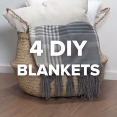 Diy blanket hygge slow life do it yourself fabriquer soi meme son plaid couverture pour un hiver cosy Mason Jar Christmas Decorations, Christmas Mason Jars, Christmas Gifts, Crochet Christmas, Diy Christmas Room Decor, Christmas Things To Do, Christmas Afghan, Hygge Christmas, Christmas Sewing