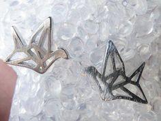 Pendientes origami Grúa /pendientes / grúa / origami / joyas / plata / mate / plata / pequeños pendientes / esterlina / moda / idea/ navidad de ZuttisJewelry en Etsy