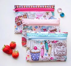 A Very Simple Makeup Bag For Beginners. A very simple makeup bag for beginners ~ DIY Tutorial Ideas! diy makeup tutorials for beginners - Makeup Diy Tutorials Sewing Makeup Bag, Diy Makeup Bag, Small Makeup Bag, Simple Makeup, Makeup Geek, Natural Makeup, Diy Pouch Tutorial, Cosmetic Bag Tutorial, Diy Bags Purses