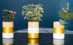 vase bois diy Vases, Bois Diy, Planter Pots, Furniture Design, Blog, Mosaic Pots, Wooden Vase, Objects, Bricolage