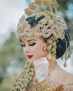 Indonesian Wedding, Foto Wedding, Ethnic Wedding, Wedding Makeup, Headpiece, Henna, Make Up, Wedding White, Wedding Stuff