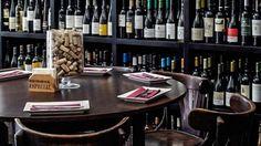 O The Cork Screw Wine Bar localiza-se num dos bairros mais antigos e típicos de Lisboa: Alfama.  O edifício transporta-nos a outras épocas e o interior...