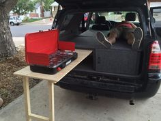 Toyota 4Runner Camper Sleeper Conversion With Table: 4 Steps