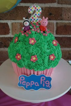 For my Sophia Pig Cupcakes, Giant Cupcake Cakes, Peppa Pig Cupcake, Peppa Pig Cakes, Pig Birthday Cakes, 2nd Birthday, Birthday Ideas, Minnie Mouse Cake, Pig Party