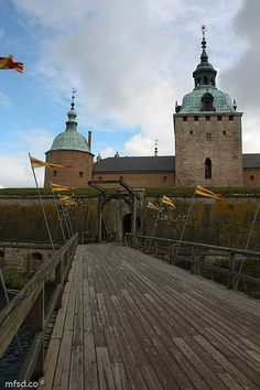 Bridge to Kalmar Castle Real Castles, Beautiful Castles, Beautiful Buildings, Sweden, Monumental Architecture, Kingdom Of Denmark, Iceland Island, The Beautiful Country, The Places Youll Go