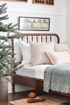 Vintage-inspired design and furniture elements pair with modern bedding to create a beautiful guest bedroom. Check out the full space to get ideas and inspiration for bringing timeless details into yo Modern Bedroom Design, Modern Room, Country Decor, Farmhouse Decor, Country Homes, Country Style, Diy Kitchen Furniture, Farm Bedroom, Primitive Homes