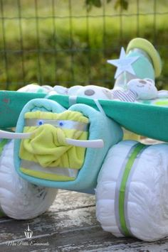 gâteau de couches avion / airplane diaper cake boy