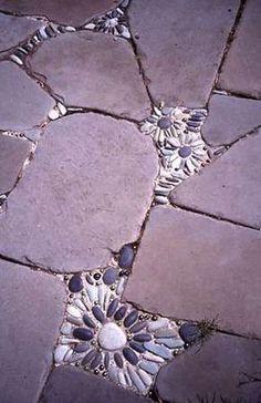 Huecos entre las piedras del jardín? La imaginación al poder. Genial idea