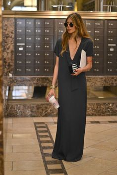 Long black dress // V neck tee maxi // effortlessly casual chic // sleek street style Looks Style, Style Me, Leila Yavari, Maja Why, Dress Outfits, Dress Up, Dress Long, Fashion Outfits, Mode Inspiration