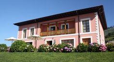 Hotel rural, en el pueblo de Tresgrandas con vistas al Cuera y a 3Km de la playa de Franca.  http://www.hotelesenllanes.net http://www.puertadeloriente.com