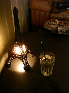 Eiffel Tower light. I want this!