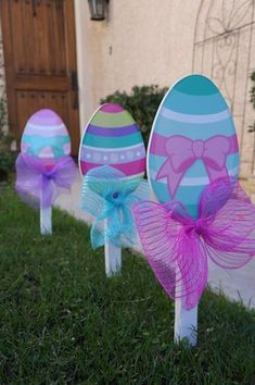 # easter garden decorations Easter Eggs Yard Decorations (Set of Easter decorations, Garden decorations, yard decorations, patio holiday decorations Easter Projects, Easter Crafts For Kids, Easter Ideas, Bunny Crafts, Diy Projects, Spring Crafts, Holiday Crafts, Diy Osterschmuck, Diy Crafts