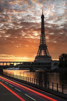 Tour Eiffel et Pont Bir-Hakeim - Paris - France