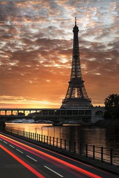 Tour Eiffel et Pont Bir-Hakeim - Paris - France