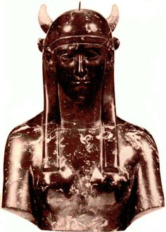 Godess Isis,black marble.Hadrianic period,AD 117-139,from Hadrian's Villa in Tivoli  Museo Gregoriano Egiziano  Vaticano