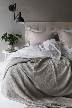Sengetæppe i størrelse cm af vasket jacquardmønstret bomuld… Dream Bedroom, Home Bedroom, Modern Bedroom, Master Bedroom, Beige Headboard, Greige, Zen Home Decor, Cute Bedroom Decor, Lets Stay Home