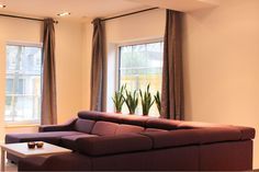 De Greefshoeve woonkamer Sofa, Couch, Curtains, Furniture, Home Decor, Settee, Settee, Blinds, Decoration Home