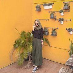 -- Inspirasi hijab traveller photo by ? Hijab Casual, Ootd Hijab, Hijab Style, Hijab Chic, Hijab Dress, Casual Ootd, Modern Hijab Fashion, Street Hijab Fashion, Hijab Fashion Inspiration