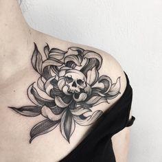 💀💀💀 #tattooartist #skull #chrysanthemum #flower #blackwork #blackworkers #ink #inked #tattooidea #lineart #dotwork #blacktattoo #girl #xystudio Floral Skull Tattoos, Animal Skull Tattoos, Skull Tattoo Flowers, Butterfly Tattoos, Flower Skull, Flower Tattoos, Mini Tattoos, Body Art Tattoos, Sleeve Tattoos