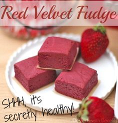 Healthy Red Velvet Fudge Protein Bars (sugar free, high fiber, gluten free, vegan) - Healthy Dessert Recipes at Desserts with Benefits Healthy Protein Bars, Protein Bar Recipes, Protein Powder Recipes, Protein Bites, High Protein, Vegan Protein, Protein Snacks, Fudge Recipes, Chocolate Recipes