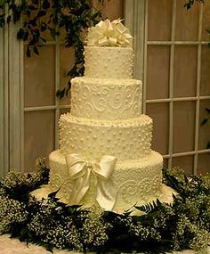 wedding cake with butter-cream icing NO fondant... love the design of the second layer from the top