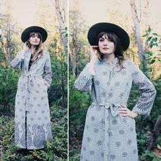Vintage VTG Full Length Robe Coat withTie and Flower Print