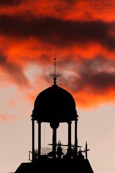 Rasgando el cielo (Puerta del Sol, Madrid). Spain.    -->Elsie RC
