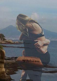 Lei spiaggia. Lui onda. Si ritrovavano e si  allontanavano ogni volta, ma sapevano che  non potevano fare altro che abbracciarsi,  ogni volta. Federico Sangalli
