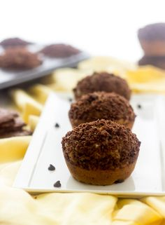 Banana Chocolate Chip Muffins with Brownie Brittle Topping - Whole wheat and oil free, these are great for school lunches!   Foodfaithfitnes...