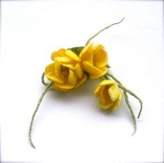 Felt brooch Yellow flowers - Handmade- Felt brooch- Wool brooch - Yellow brooch - Floral accessories by jurooma on Etsy