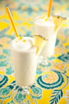 Fresh pineapple, coconut milk, banana, honey & ice – healthy Hawaiian blizzard