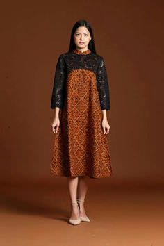 Chic Batik Outfits For Your Trend Batik Fashion, Fashion Sewing, Hijab Fashion, Fashion Dresses, Lolita Fashion, Emo Fashion, Kebaya Dress, Batik Kebaya, Model Dress Batik
