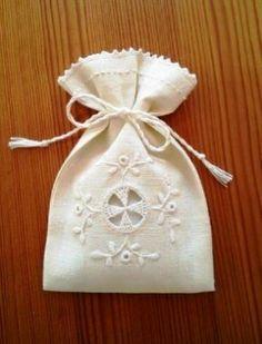 ヤマナシヘムスロイドの北欧白糸刺繍 Cutwork Embroidery, Lavender Bags, Pin Cushions, Couture, Reusable Tote Bags, Miniatures, Christmas Ornaments, Holiday Decor, Fabric